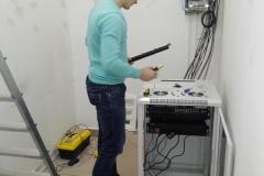 Собираем сетевой ящик. Устанавливаем сервер, свич, видеорегистратор и обжимаем патч-панель